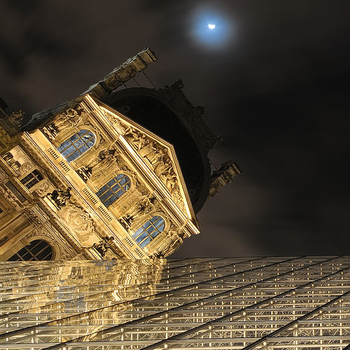 Angle to the Louvre Museum14