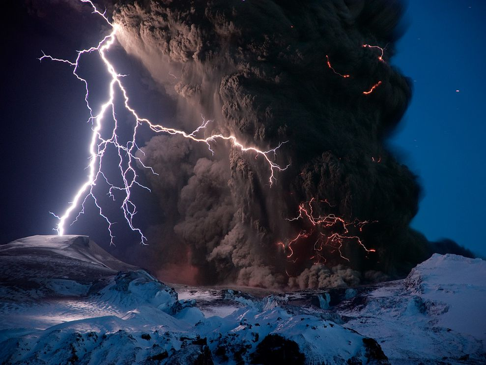 eyjafjallajokull-volcano-lightning-iceland_9