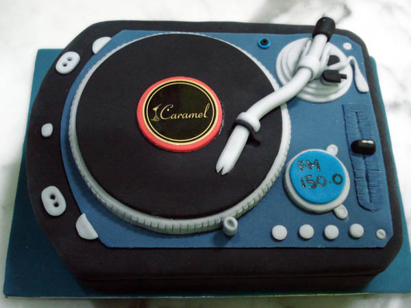DJ_Spin_That_Cake_by_Sliceofcake_8