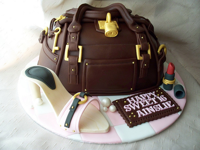 sweet_16_purse_cake_3