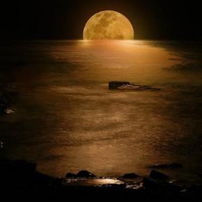20 Eerie Moon Photos